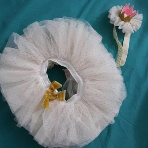 Adorable babygirl tutu and crown!